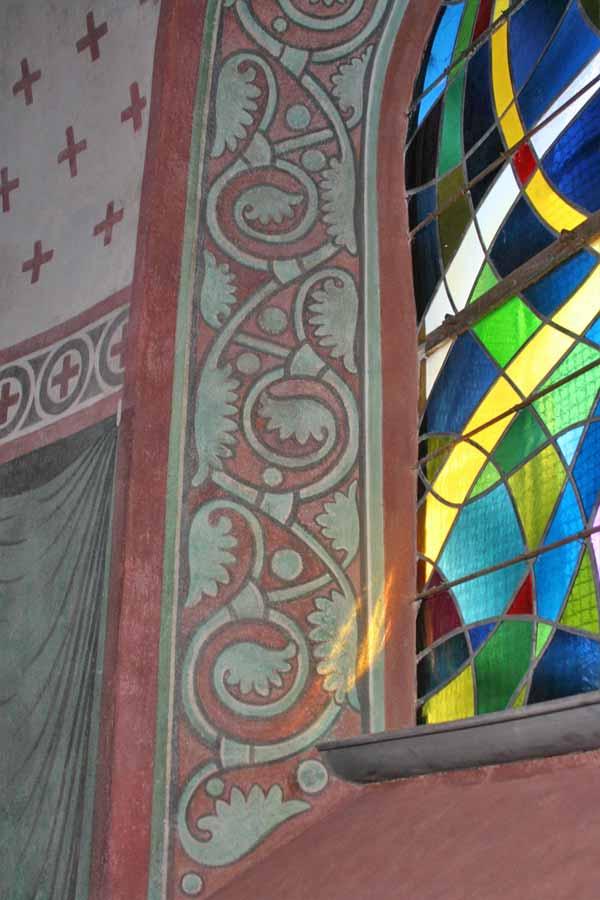 Vor- und Endzustand einer Schadstelle auf der Laibungsfläche eines Fensters der Apsis - Dorfkirche Kade