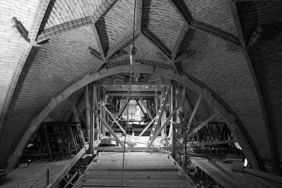 Bearbeitungs- und Endzustand des Mittelschiffgewölbes - Stadtkirche Rathenow