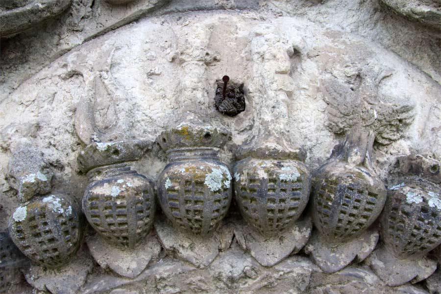 Bearbeitungsschritte bei der Restaurierung der Helmzier- Schloss Doberlug