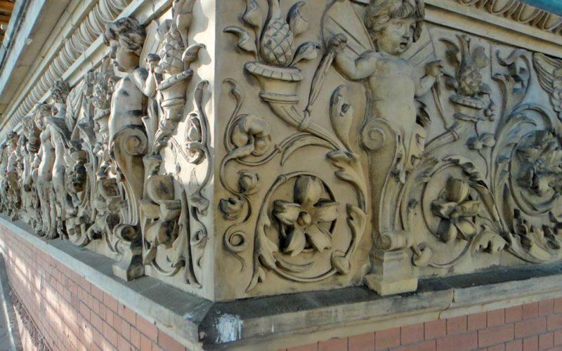 Restaurierung des umlaufenden Terrakottafrieses - Martin-Gropius-Bau