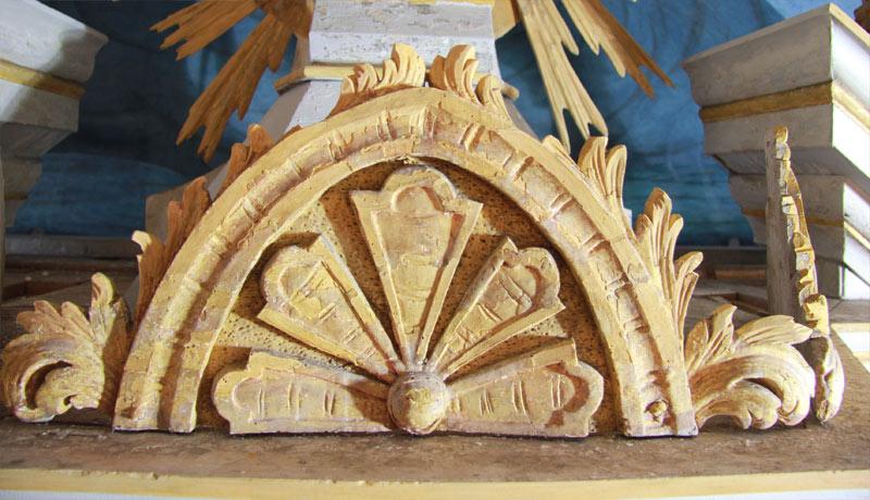 Ziergiebel am Schalldeckel: Vorzustand - Dorfkirche Altenklitsche