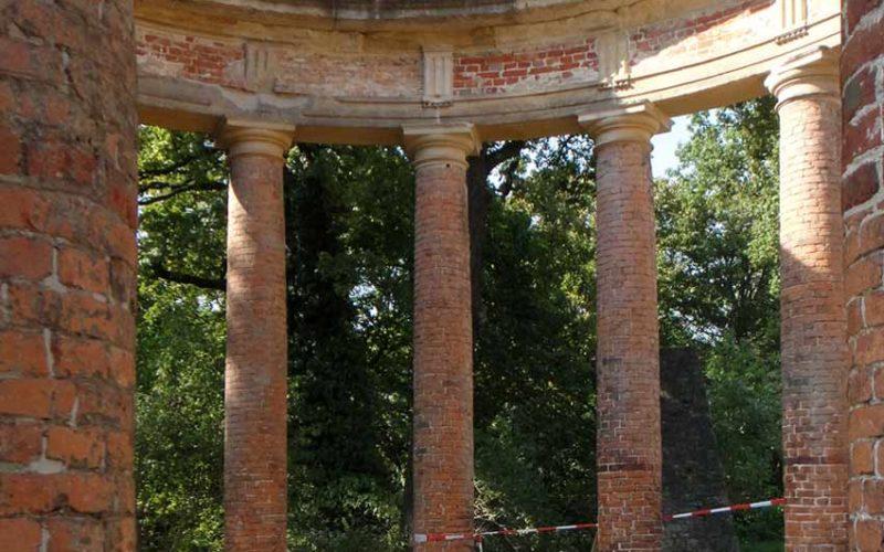 Ansicht der restaurierten Tempelruine - Monopteros auf dem Ruinenberg in Sanssouci