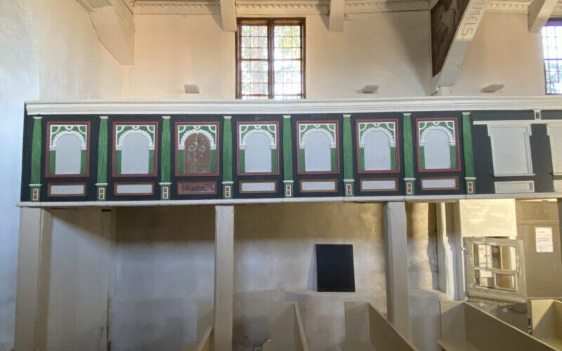 Rekonstruierte Farbfassung auf der südlichen Empore im Kirchenschiff